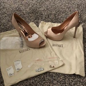 Badglwy Mischka, 8, Swarovski crystal accent heels